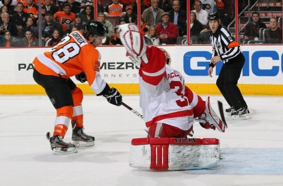 Giroux Scores on MacDonald - Flyers beat Red Wings 3-2
