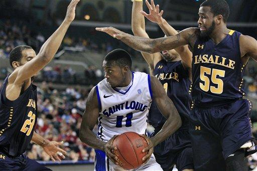 La Salle falls to Saint Louis
